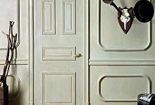 Na zdjęciu jest użyta: listwa drzwiowa D300, listwa ścienna P4020 oraz P9010, narożnik P4020A, panel ścienny D503 oraz D504, listwa przypodłogowa SX118.