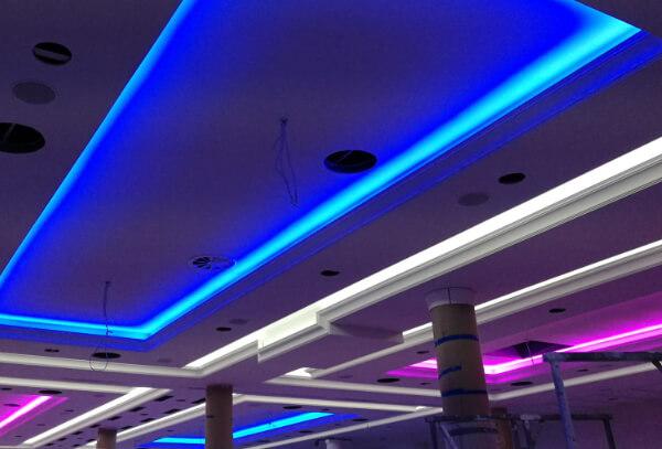 Jak zamontować taśmę LED na suficie podwieszanym?