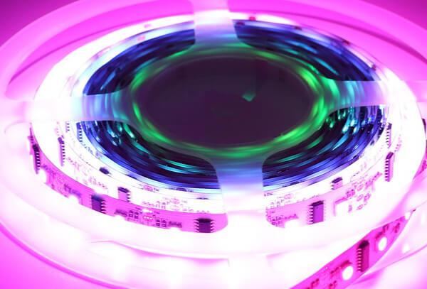 Jak łączyć taśmy LED RGB