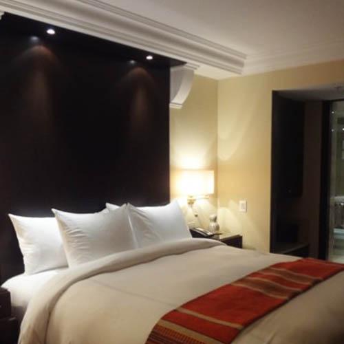 Aranżacja sypialni -  gzyms podświetlany