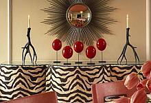 wnętrze w stylu safari i lustro  słońce