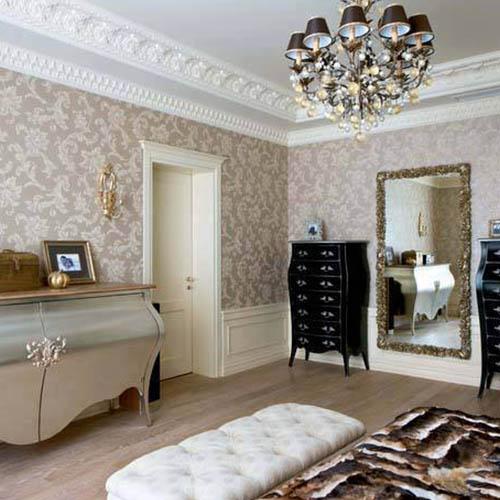 Stylizowane meble i sztukateria = eleganckie wnętrze w stylu glamour