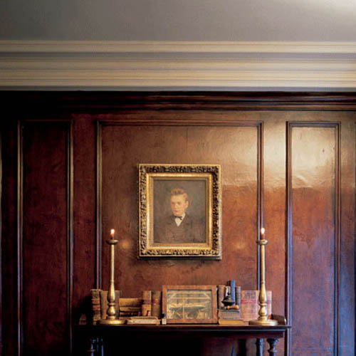 Tradycyjne wnętrze ze sztukateryjnym sufitem